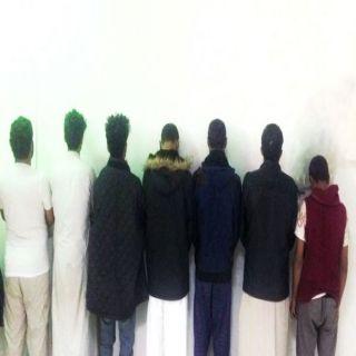 تحريات شرطة الرياض تطيح ب (٧) وافدين كونوا تشكيلاً عصابياً لنشل المارة والمصلين في المساجد