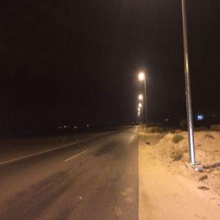 بلدية #بارق تُطلق التيار الكهربائي الجزئي لطريق وادي بَقْرة ثلوث المنظر