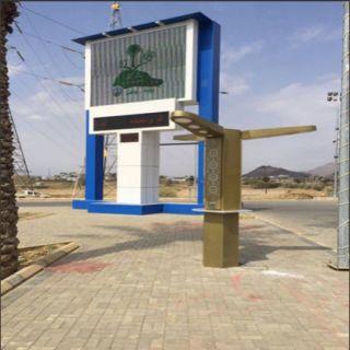 أعمدة إنارة ذكية تبث الـ Wi-Fi بحديقة مبنى بلدية #بارق