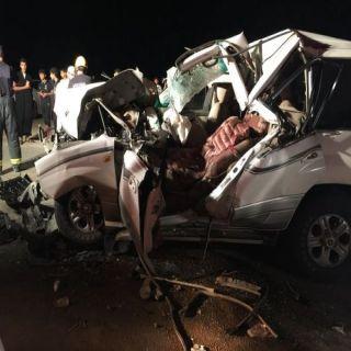 وفاة الأب وإصابة 5 من عائلته بحادث تصادم بطريق ثلوث المنظر #تنومة