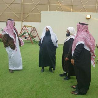 مدير مركز التنمية الاجتماعية بأبها يزور جمعية مطمئنة