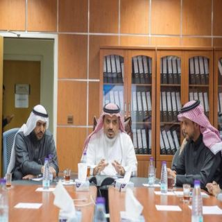 """مدير #جامعة_القصيم يتفقد عمادة تقنية المعلومات ويطلع على تقرير """"إنجاز"""""""