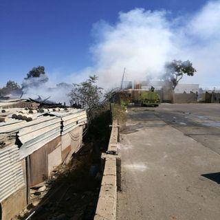 مدني #خميس_مشيط يخمدحريق بركسات بمدخل المحافظة