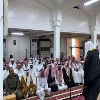 وكيل مُحافظة المجاردة وجموع المُصلين يؤدون صلاة الإستسقاء بجامع المرصد