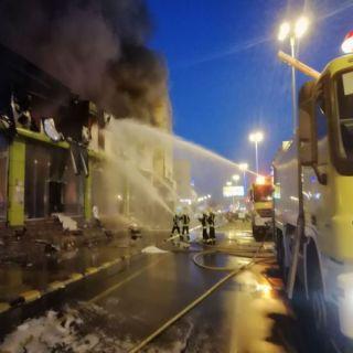 مدني #محايل يُخمد حريق عدد من محال البموبيليا بطريق محايل-جدة