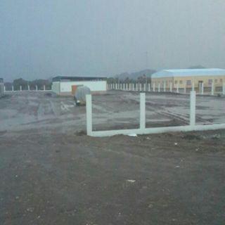 تجار الأعلاف بسوق الساحل في #عسير السوق يشكل خطر .. والبلدية ترد