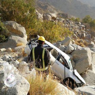 فيديو -وفاة زوجة قائد المركبة وإصابة 4 من افراد عائلته بحادث عقبة سنان في #المجاردة