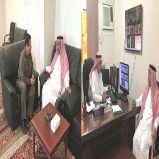 آل شريم يبحث سبل التعاون مع الشرطة والأحوال المدنية بمحايل
