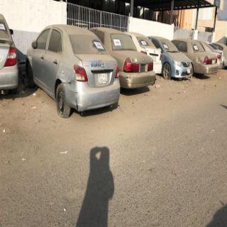 بالصور بلدية #محايل تُزيل عشوائية المركبات التالفة