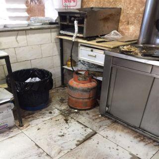 بالصور -بلدية #بارق تُغلق (5) مطاعم مُخالفه