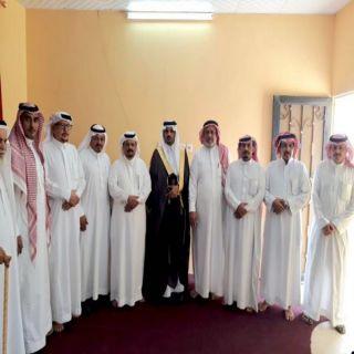 رئيس مركز #خاط يُناشق مع مشايخ ونواب القبائل أبرز احتياجات المركز