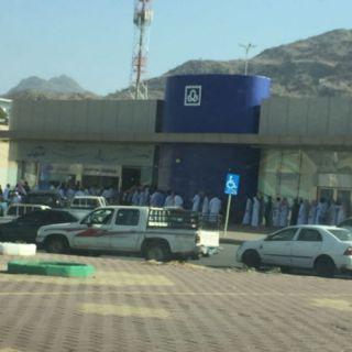 مصرف الراجحي يتفاعل مع صورة التزاحم امام فرع المصرف في #محايل