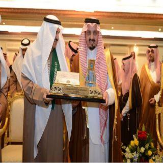 أمير عسير يرعى حفل تخريج الدفعة الـ ٢٠ من طلاب وطالبات #جامعة_الملك_خالد*