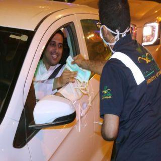 #صحة_عسير توزع الكمامات الطبية والمنشورات التوعوية للمواطنين والمقيمين