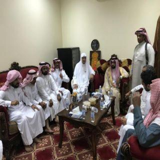 """وكيل محافظة محايل ينقل تعازي القيادة لذوي الشهيد """" آل جابر"""""""