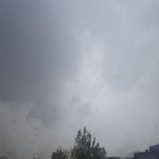 بالصور أمطار ثلوث المنظر تُلطف الأجواء والأهالي يستمتعون بأجواء ربيعية