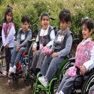 أطفال الإحتياجات الخاصة في عسير في زيارة لحديقة الورود
