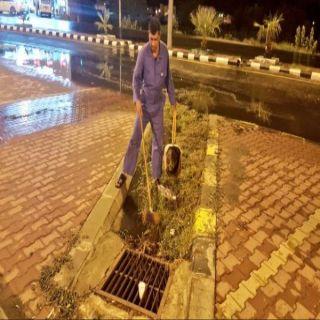بلدية #محايل تُعيد فتح مناهل التصريف وتستعد بخطة طوارئ