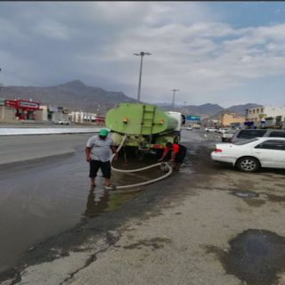 بلدية #بارق تنزح تجمع مياه الأمطار وتعمل على تنظيف الأحياء