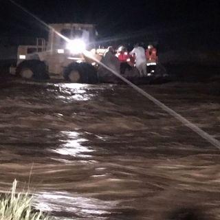 مدني عسير يؤكد خبر انتشال مواطنين علقوا في سيل وادي الغيل بثلوث المنظر