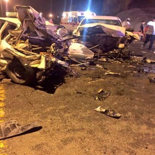بالصور حادث مروري مروع ينتهي بثلاث وفيات وإصابة آخر في العرضيات