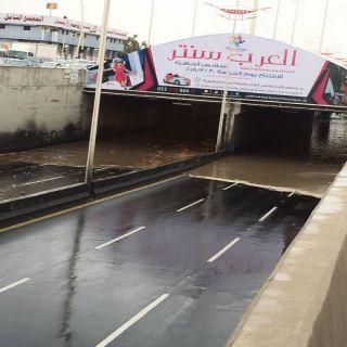 بلدية #خميس_مشيط تعيد فتح نفق الغروي بعد الامطار