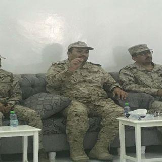 """ثلوث المنظر : قائد المنطقة الجنوبية ينقل تعازي القيادة لذوي الشهيد""""الشهري"""
