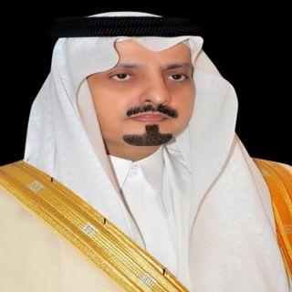 أمير عسير في إتصالاً هاتفياً يُعزي علي بن براك الحارثي في وفاة والده