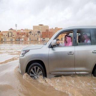 أمير القصيم يرافقة أمين المنطقة يتفقد أحياء بريدة بعد الأمطار