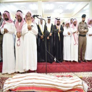 نائب أمير #جازان يؤدي صلاة الميت على العقيد المباركي