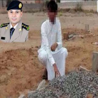 شرطة جازان تكشف حقيقة الشاب الباكي أمام قبر أخيه بأبو عريش