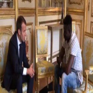ماكرون يمنح مُنقذ الطفل صاحب الفيديو الخارق الجنسية الفرنسية