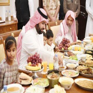 نائب أمير منطقة #جازان يشارك أبناء الشهداء الإفطار الجماعي