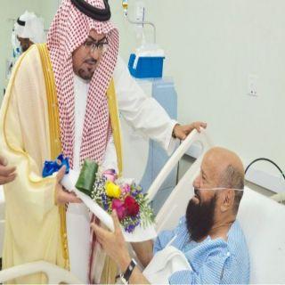 محافظ القرى في #الباحة يزور منومي مستشفى المحافظة