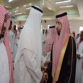 """وكيل مُحافظة محايل يتقدم مشيعي شهيد الواجب الجندي """" مضواح"""" ببحر أبوسكينة"""