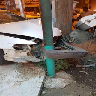 إصابة وافدين من الجنسية الباكستانية ارتطمت مركبتهم بعمو دكهرباء في #بارق