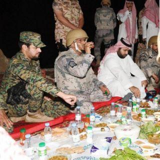 نائب أمير جازان يشارك المرابطين على الحد الجنوبي وجبة الإفطار