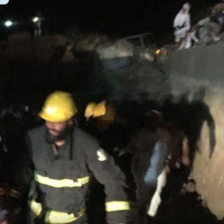 وفاة شخص وإصابة مرافقيه في سقوط مركبة من منحدر صخري بسراة عبيده