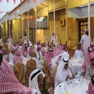 محافظ #عنيزة يشارك دار المسنين إفطارهم السنوي