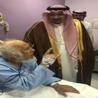 """أمير  القصيم يزور الشيخ """"الوابل"""" ويطمئن على صحته بمستشفى الملك فهد التخصصي"""
