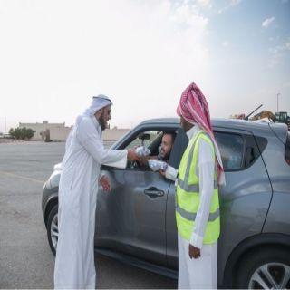 """في القصيم """"بر الهلالية"""" توزع ألف وجبة يومياً على عابري الطريق خلال شهر رمضان المبارك"""