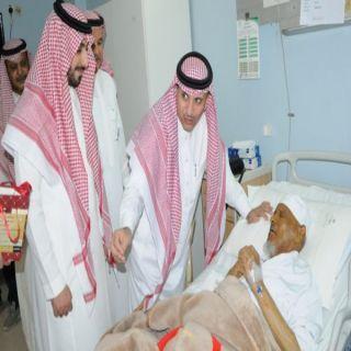 محافظ #عنيزة ولجنة أصدقاء المرضى عايدوا المنومين بمستشفى الملك سعود