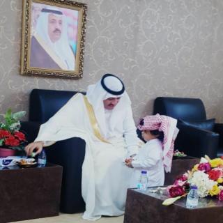 رئيس مركز معشوقة يستقبل المهنئين بعيد الفطر المبارك