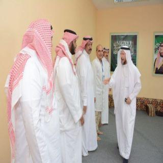 بالصور - مُشرف عام تعليم الكبار يزور مراكز محو الأمية بقطاع الطحاحين بمحايل عسير
