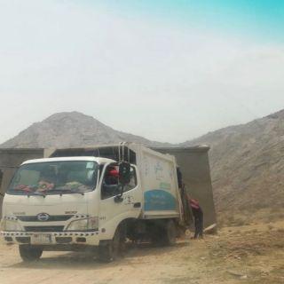 بلدية #بارق تواصل أعمال تجميل الحدائق و نظافة الأحياء