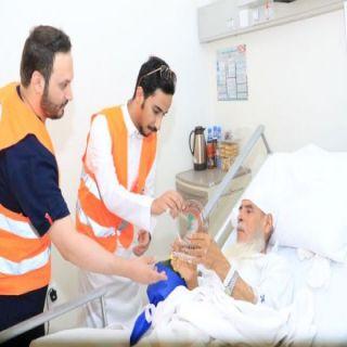 بالصور متطوعين الهلال الأحمر بالرياض يزورون مرضى مستشفى الملك سلمان