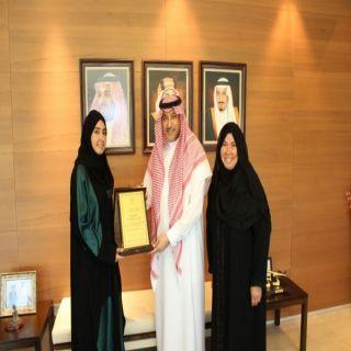 سمو سفير المملكة لدى الأردن يكرم طالبة سعودية