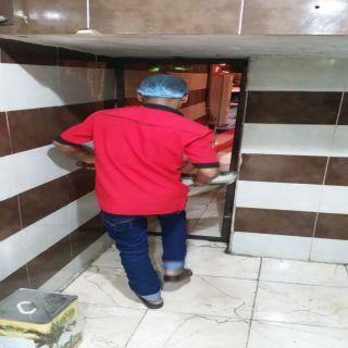 بلدية #محافظة_طريف استبعاد عاملين  ومصادة مواد غذائية