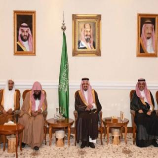 أمير عسير يلتقي أصحاب المعالي والقضاة ومديري الإدارات الحكومية في المنطقة