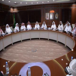 الرئيس العام للأرصاد وحماية البيئة يعقد لقاءاً مع رجال الأعمال بغرفة أبها